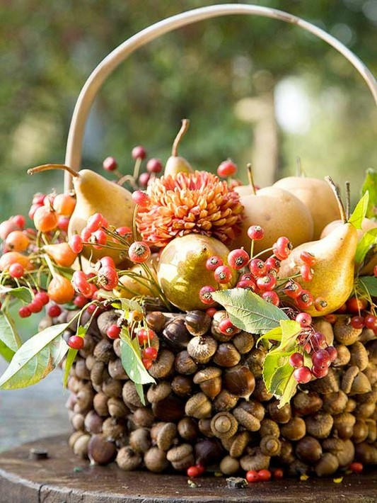 Acorn Basket Display thanksgiving centerpiece decorating ideas