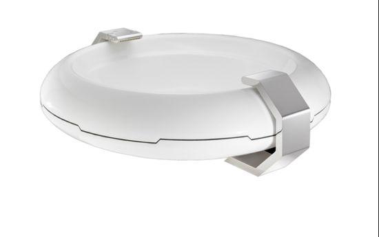 Beignet futuristic bathtub design