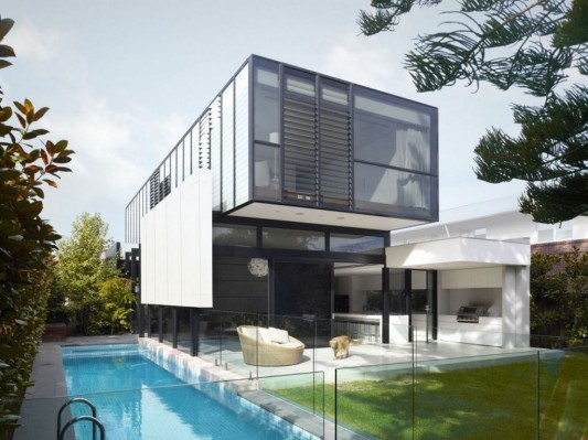 Bold Rectilinear Modern House Design with small swimming pool