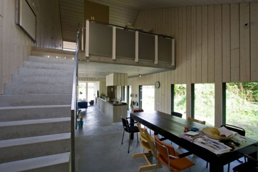 Chimney House in Bosschenhoofd with concrete stair design and naturally interior