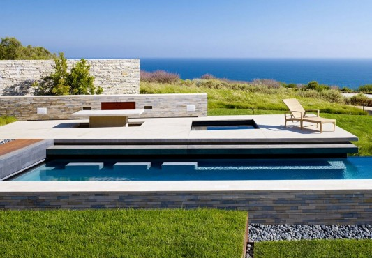 Contemporary Altamira Residence by Marmol Radziner swimming pool