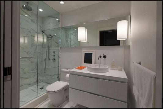 Contemporary Silversea Residence by Robert Bailey private sanitary room