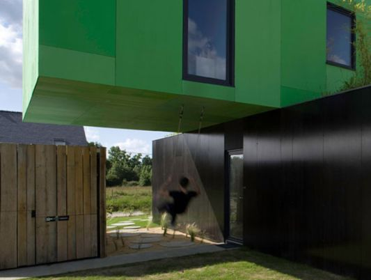 Crossbox modular home concept green and black wall color