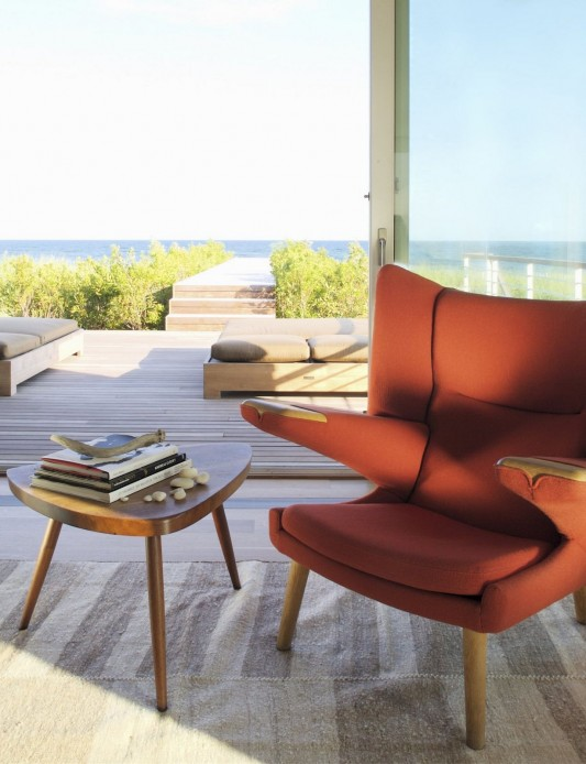 Dune Road Residence by Stelle Architects arm chair