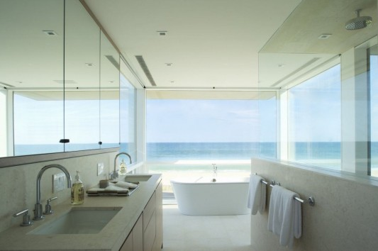 Dune Road Residence by Stelle Architects bathroom