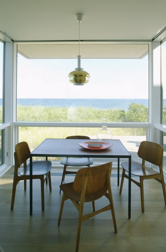 Dune Road Residence by Stelle Architects dining furniture
