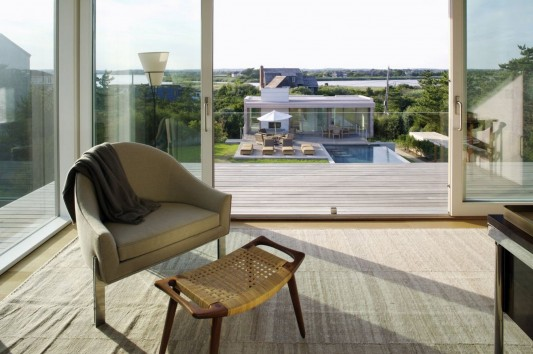 Dune Road Residence by Stelle Architects lounge chair