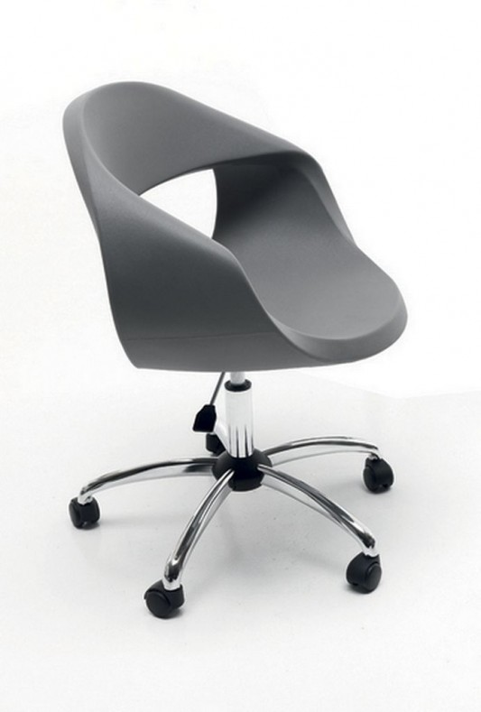 Elegant and beautiful Italian office chair design by sintesi