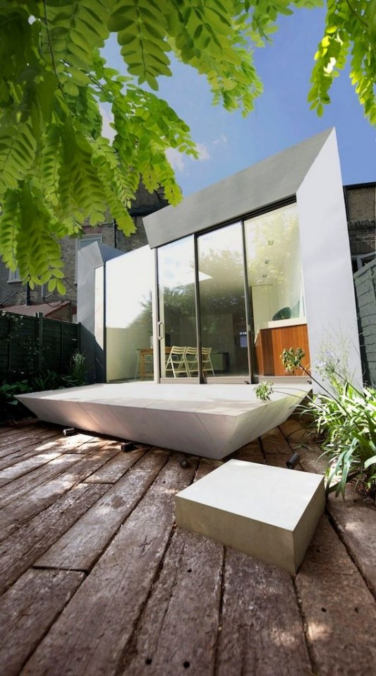 Faceted house - modern small house garden design