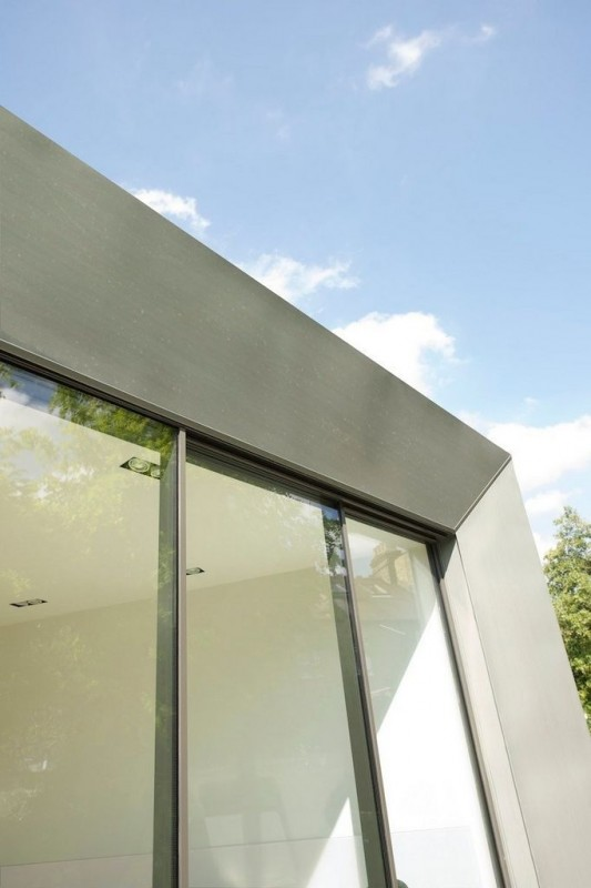 Faceted house - small modern house sliding door detailed
