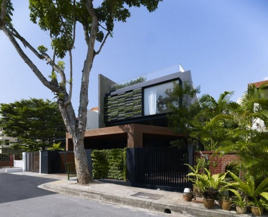 Maximum Garden House With The Green Wall System By Formwerkz