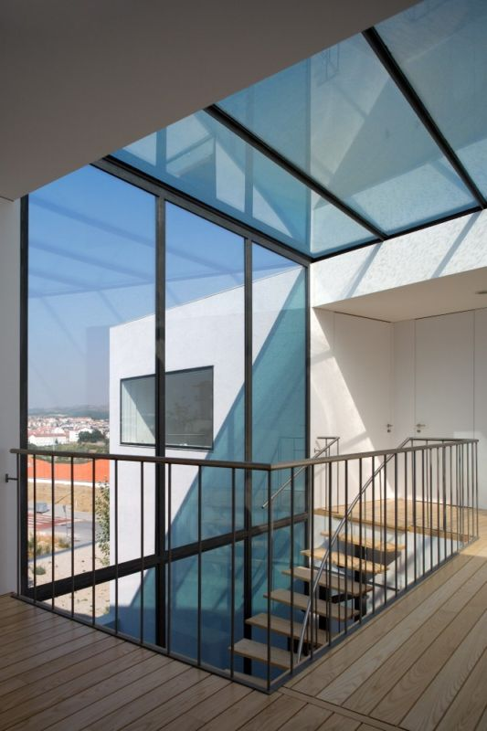 Giestas House with transparent windows design