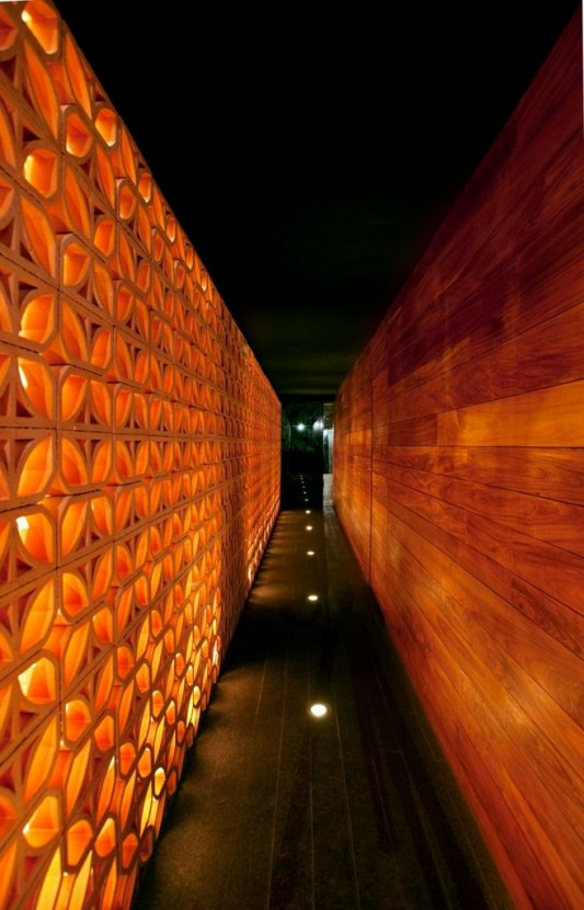 La Nonna restaurant with artistic red brick cutting wall design