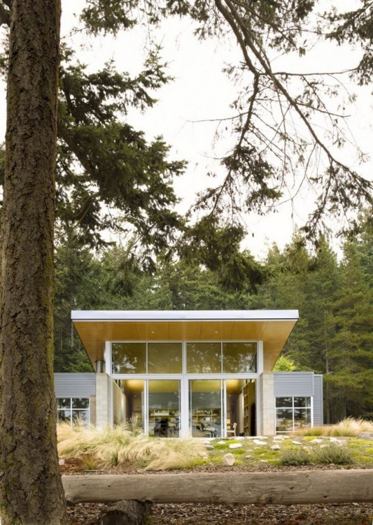 Lopez Island Cabin by Stuart Silk Architects front exterior view