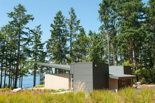 Lopez Island Cabin by Stuart Silk Architects side exterior view