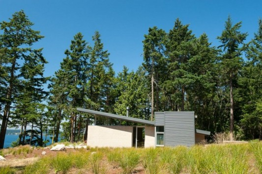 Lopez Island Cabin by Stuart Silk Architects side view