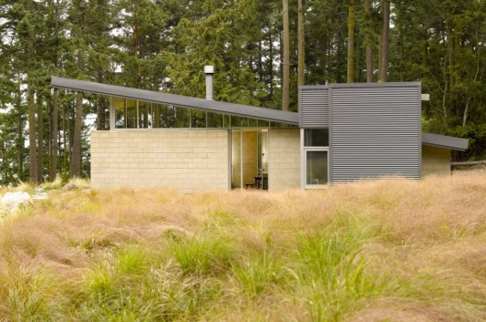 Lopez Island Cabin by Stuart Silk Architects simple exterior design