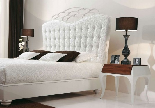 Luxurious classical white bed design by Mobil Fresno