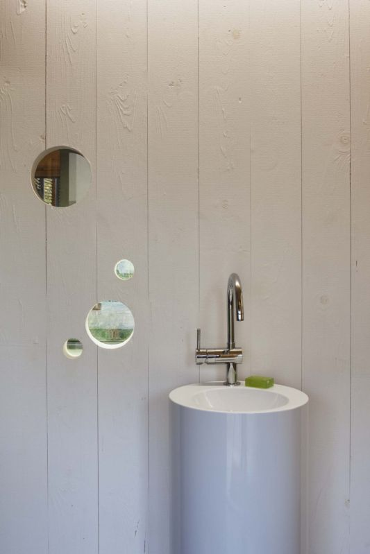 Maison passive washbasin design