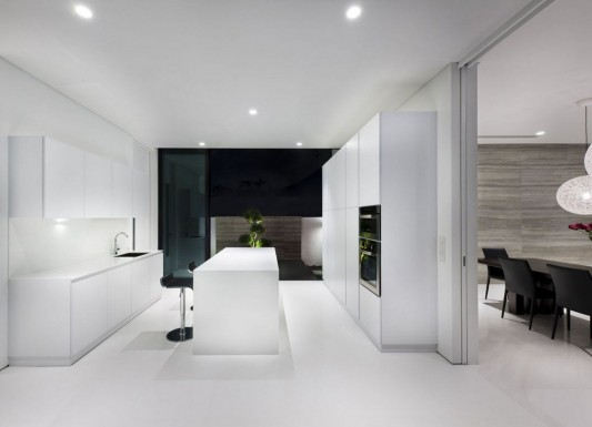 Modern Alnwick Road House by Park + Associates beauty white kitchen