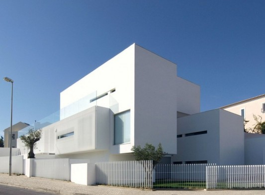 Modern House In PaГ O De Arcos By Jorge Mealha Exterior