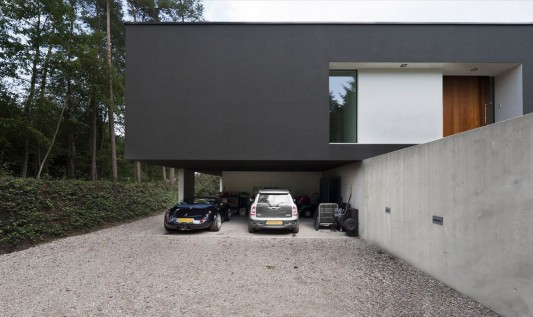 Modern Minimalist Villa Veth by 123DV garage