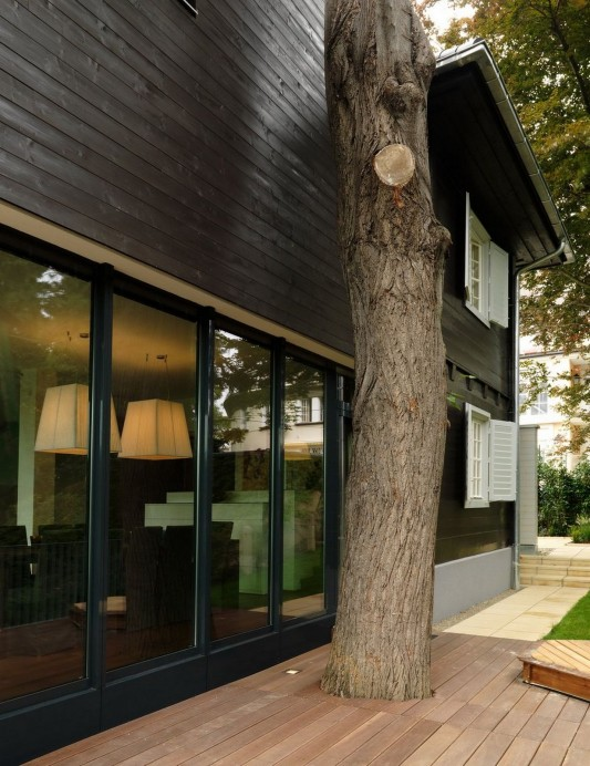 Modern Reconstruction House by Atelier Heiss Architects environmentally friendly
