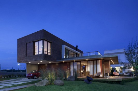 Modern and Naturally Maritimo House by Seferin Arquitectura exterior design