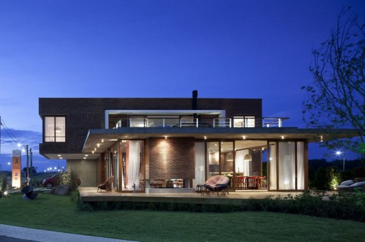 Modern and Naturally Maritimo House by Seferin Arquitectura exterior front view
