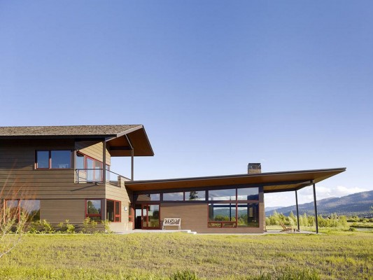 Peaks View Residence Slim and stylish roof design