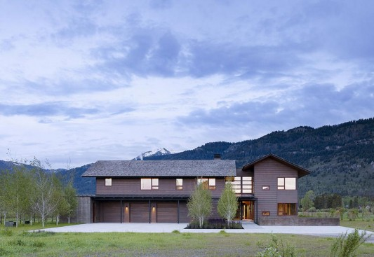 Peaks View Residence warm and comfortable wooden house design