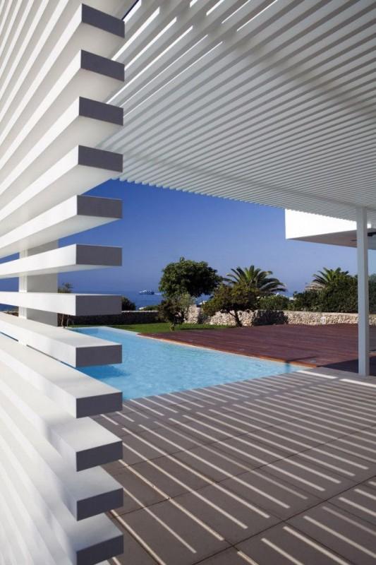 Modern private house in ciutadella de menorca by dom - Prix piscine mondial piscine ...