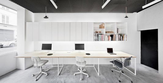 Simplicity and Minimalist Basic Office Design