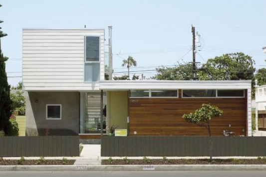 Small Beach House Transformation into modern design exterior design