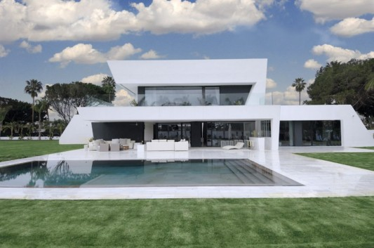 Sotogrande Housing Modern And Luxurious White House Design