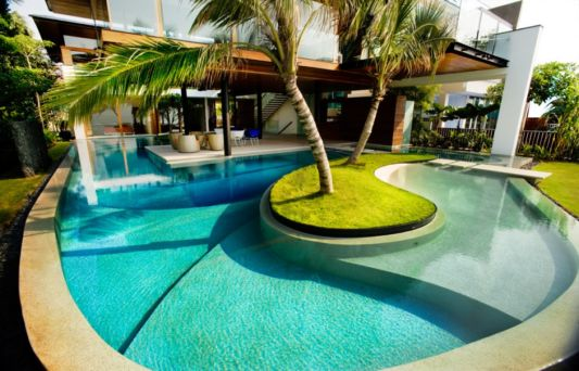 beautiful big swimming pool design by Guz architects