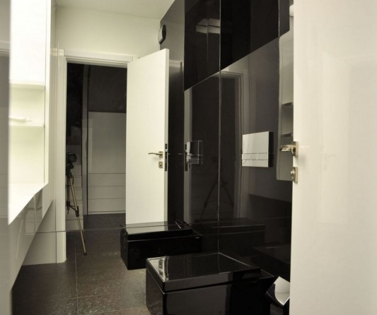 black and white ultra modern apartment bathroom design ideas