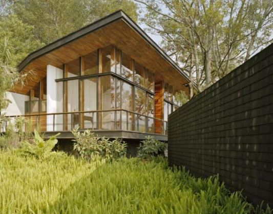 casa en el bosque with transparent glass pavilion design