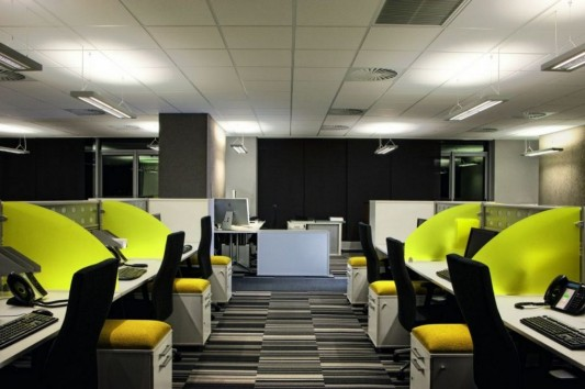 comfortable and dynamic office interior design