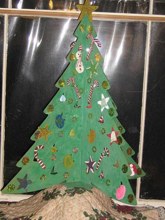 contemporary Christmas tree decorating design