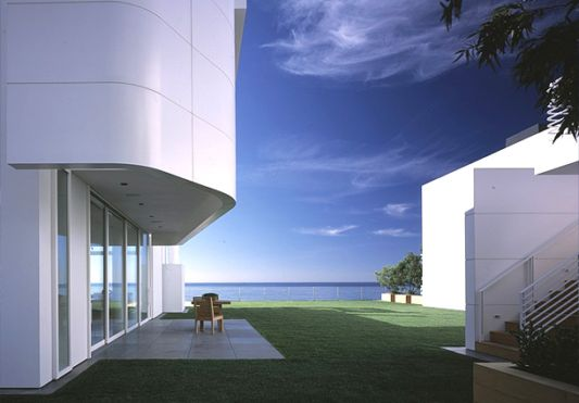 ekterior white beach house designs