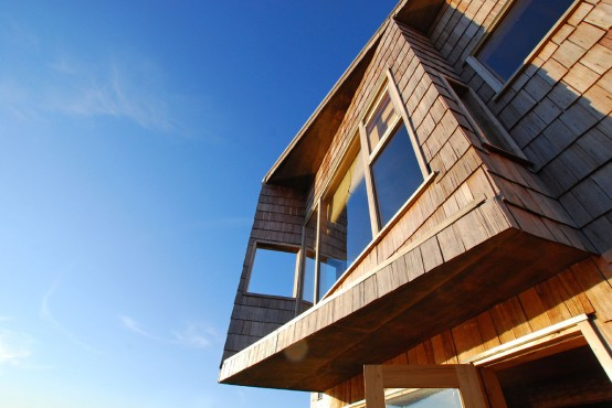extreme-windows-at-wooden-house-10-554x370
