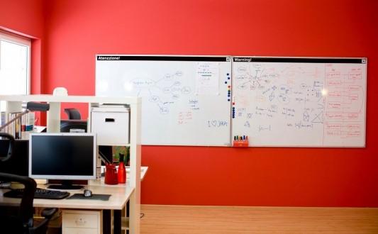 fresh and colorful office interior decorating design