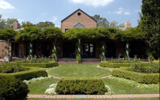 green garden modern farm house