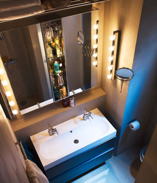 layout with floor standing mounted washbasin