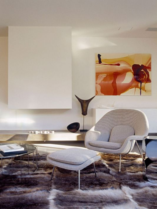 modern dinamic living room with lounge chair
