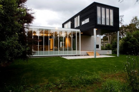 modern minimalist house in black and white exterior design