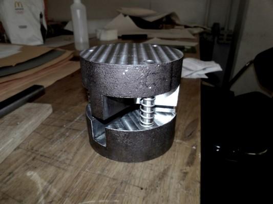 mold plate lock hexa shelf by Sam holmes