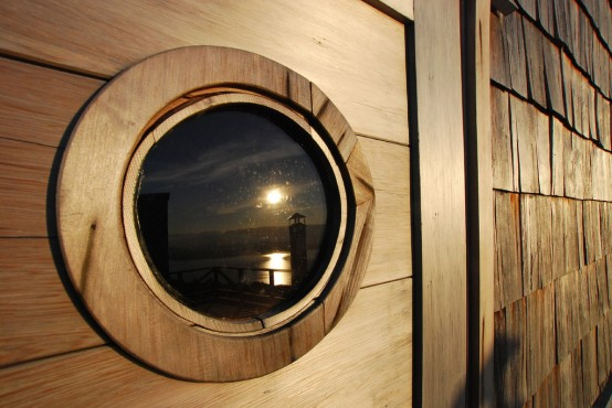 the-eye-of-a-house-entirely-made-of-wood-12-554x370