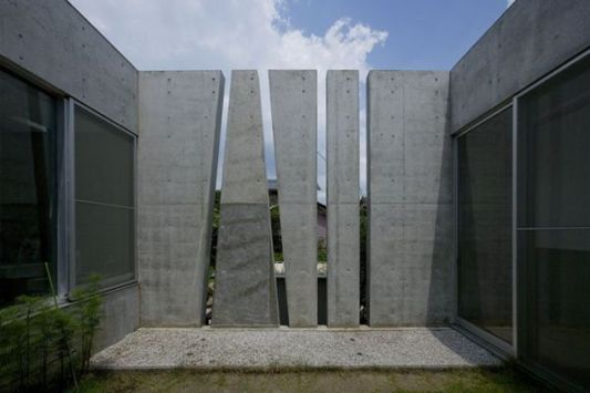 the slit house gap design